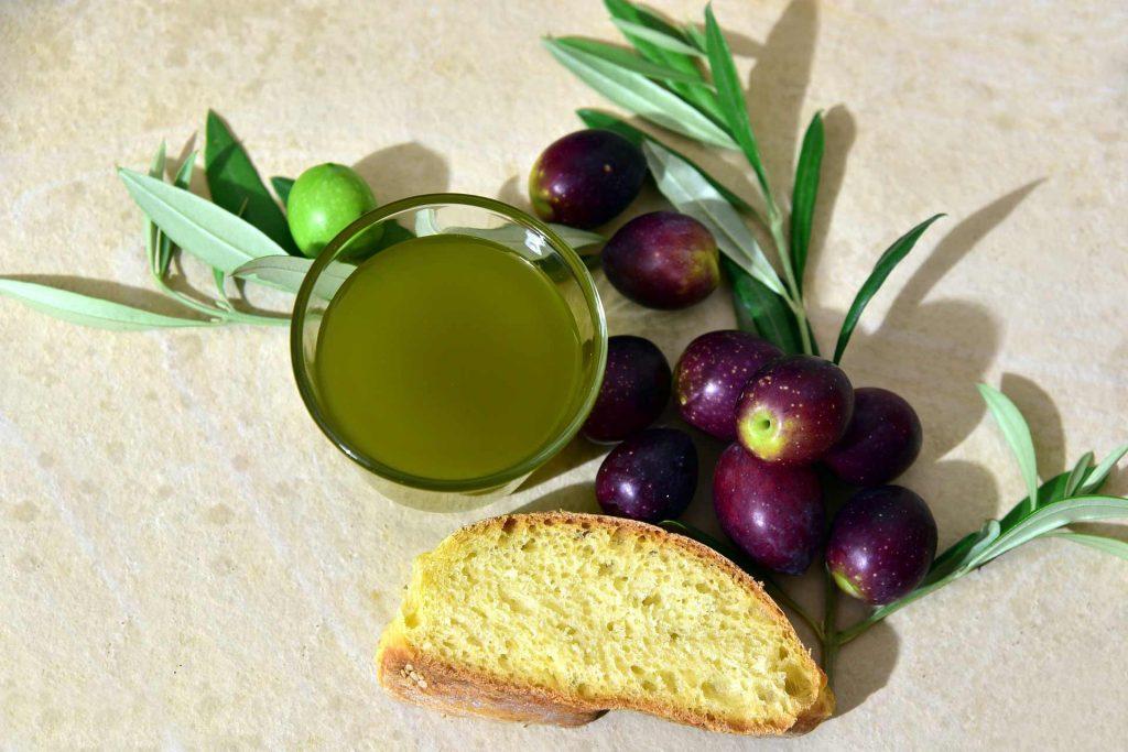I polifenoli contenuti nell'olio extravergine di oliva di alta qualità aiutano la tua salute